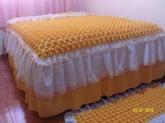 Resultado de imagen para colcha de fuxico Bed Covers, Pillow Covers, Home Crafts, Diy Home Decor, Bed Cover Design, Canadian Smocking, Smocking Patterns, Luxury Bedding Collections, Diy Curtains