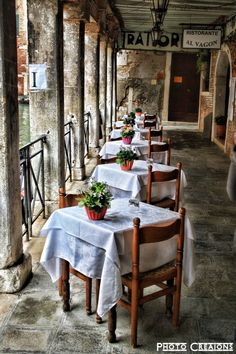 Alfresco - restaurant in Venice, Italy. We ate here. Venice Travel, Italy Travel, Tante Emma Laden, Rome Florence, Voyage Rome, Restaurant Design, Italy Restaurant, Restaurant Ideas, Outdoor Cafe