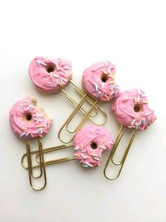 Donut paper clip