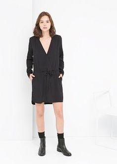 V-넥라인 드레스