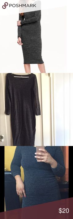 Old Navy Midi Sweater Dress. Gray. Size S Old Navy Dress. Rounded neckline, long sleeves. Soft and relaxed fit. Dress fits below the knee. I wear a size medium but this is a small because I like my dresses fitted. I'm asking for 20 OBO :) Old Navy Dresses Midi