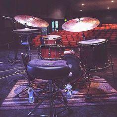 Jazz  Featured  @nouveaucliche  #drum#drums#drummer#drummerboy#drumset#drumkit#drumporn#drumline#drummergirl#recordingstudio#musico#baterista#instadrum#drumming#percussion#percussionist#beat#drumsoutlet#tama#DWdrums#ludwig#sjcdrums#gretsch#Bateria#pearl#drumlife#drumdrumdrum#sessiondrummer#drumsticks by drumset_up