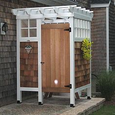 Having your own outdoor shower allows you to enjoy the magnificent benefits of nature. Here are 10 DIY outdoor shower ideas that you can make yourself. Outdoor Baths, Outdoor Bathrooms, Outdoor Rooms, Outdoor Living, Luxury Bathrooms, Outdoor Kitchens, Outdoor Shower Kits, Outdoor Shower Enclosure, Outdoor Showers