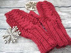 Для каждой женщины очень важны руки! Особенно тщательно стоит ухаживать за ними в холоднее время года. Теплые варежки помогут сохранить Ваши ручки в порядке!  #newbornaccessories #шапканазаказ #knitting #юлькинывязанки #вязаныеаксессуары #аксессуары #шапка #вязаниеназаказ #knitting #вязание #julyaccessories #julyknitting #вяжутнетолькобабубшки #теплаяшапка #зимняяшапка #knittinghat #winterhat #варежки #варежкиназаказ #теплыеварежки #вязаныеварежки