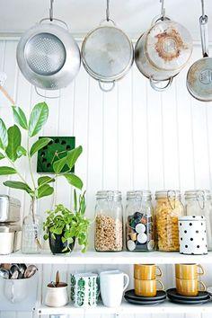 manic monday: re-arrenge your open shelves / homelife (via Bloglovin.com )