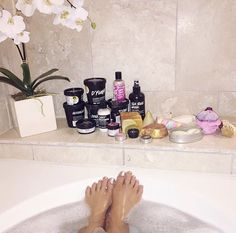 starting my morning off right before a bunch of meetings! i got a lush - diction i suppose you can say. Pamper Days, Lush Cosmetics, Dream Bath, Lush Bath, Bath Fizzies, Lush Products, Perfume, Thing 1, Just Relax