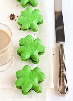 Shamrock Macarons with Bailey's Chocolate Ganache via Raspberri Cupcakes