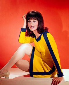 """The Fabulous Charm of Marlo Thomas in 1960's """"That Girl"""" Style !! ~<3"""