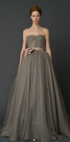 VERA WANG. No you di-int. Gray bridal gown. You brilliant bitch.