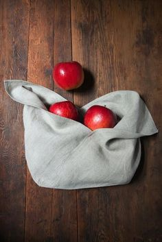 bags for everything from bread and bulk to produce and snacks. Fabric Crafts, Sewing Crafts, Sewing Projects, Diy Projects, Serger Projects, Origami Diy, Furoshiki, Bread Bags, Produce Bags