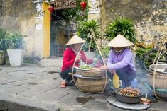 Hoi An is a peaceful and lovely little town on coast of central Vietnam. Hoi An Old Town offers the special things which you can not find in any where else Wall Colors, House Colors, Hoi An Old Town, Getting Up Early, Covered Bridges, Street Food, The Locals, Old Things, Beautiful