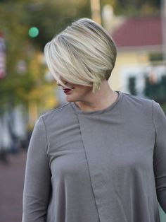 This long sleeve knit top is the perfect combo of comfortable and chic. The taupe/gray color is gorgeous and pairs beautifully with denim, black or white pants. Lightweight and easy to wear. Fit is true to size. Holly wears a medium in the Farrah.