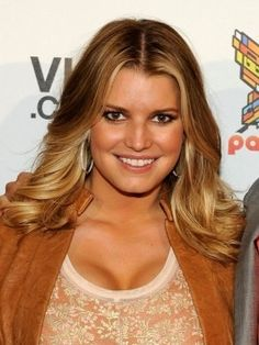 Jessica Simpson`s hairstyles are here. Check her latest hairstyles in this page if you would like to see more and more.