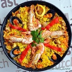 Paella, the world-known Spanish Tapas dish. Discover how to cook the authentic Spanish Paella. Tapas Recipes, Seafood Recipes, Mexican Food Recipes, Cooking Recipes, Tapas Ideas, Party Recipes, Rice Recipes, Spanish Cuisine, Spanish Dishes