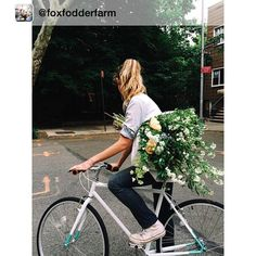 Next week we're doing a promo in NYC with our friends at @foxfodderfarm of flower delivery + bike delivery. Beautiful flowers and beautiful bikes. What's not to love??  by @nicole_franzen #bicycles #bikes #nyc