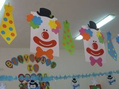 Decoracion dia del niño Clown Crafts, Circus Crafts, Carnival Crafts, Foam Crafts, Diy And Crafts, Crafts For Kids, Class Decoration, School Decorations, Circus Theme Classroom