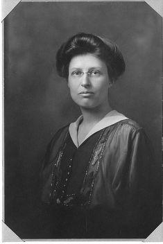 Margaret Harwood - astronome américaine qui s'est spécialisée en photométrie.