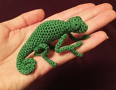 This pattern makes a chameleon that is 5 1/2 inches long from head to tail. 2 1/2 inches long when tail is curled.
