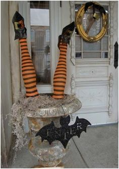 How to Create Fantastic Halloween Displays Using Mannequins and Mannequin Limbs