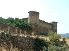 Hoy descubrimos el  castillo de los Duques de Alba el linaje más importante de los siglos XV y XVI. Situado en Alba de Tormes provincia de Salamanca.