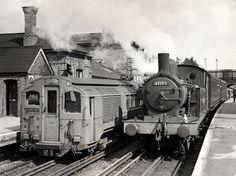 Vagón de metro de vapor en la estación de Epping