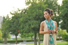 21 New Ways to Wear A Summer Scarf | Bustle