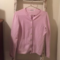 Pale lavender cashmere sweater Super soft cashmere cardigan...in a great lavender. This is the nice thicker cashmere...no pilling -- great condition. There is no size on it but I usually wear a medium or large (large if I want to be more comfy). If I had to guess...I would say this is a large. It's a great sweater! Nonsmoking home! Wendy B Sweaters Cardigans