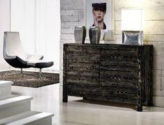 #Madia moderna in #legno di Abete spazzolato, con gambe in legno #massello e maniglia incassata, lavorata direttamente dall'anta.