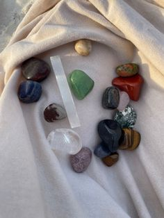 3 Things, Little Things, Crystals Minerals, Stones And Crystals, Crystal Room, Crystal Aesthetic, Cool Rocks, Pencil And Paper, Natural Stones