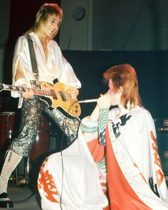 David Bowie and Spider Mick Ronson photo by Mick Rock Bowie Ziggy Stardust, David Bowie Ziggy, David Bowie Pictures, Mott The Hoople, Ziggy Played Guitar, Mick Ronson, The Thin White Duke, Halloween Jack, Glam Rock