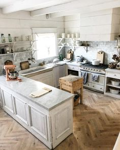 Small Kitchen Remodeling Farmhouse Kitchen small kitchen would work in most tract homes. like a real kitchen. Real Kitchen, Kitchen Decor, Kitchen Small, Kitchen Ideas, Kitchen Designs, Kitchen Layout, Kitchen Inspiration, Planchers En Chevrons, Küchen In U Form