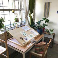 art studio Five Questions With Flora Waycott The Finders Keepers Art Studio Room, Art Studio Design, Art Studio At Home, Art Studio Decor, Studio Table, Painting Studio, Rangement Art, Home Art Studios, Art Studio Organization