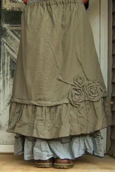 Rose pintuck skirt