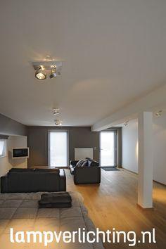 Deze grote halogeenspot /plafondspot geeft een prachtig lichtschijnsel waarmee je schilderijen en beelden uitstekend kunt verlichten. #plafondspot #industrieel #verlichting #interieurinspiratie