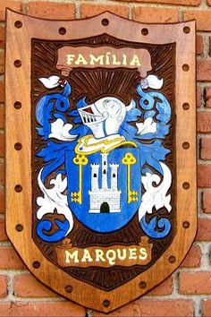 Brasões de Família entalhados em Madeira iniciados com a letra M - Página 2 - Pica-pau Entalhes - Brasões de Família e Placas de madeira entalhada Medieval, Family Shield, Vikings, Family Crest, Coat Of Arms, Geek Stuff, Crowns, Genealogy, Fictional Characters