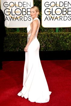 Very sexy cutout while still elegant. Kate Hudson Golden Globes 2015 in Atelier Versace. Atelier Versace, Versace 2015, Versace Gown, Kate Hudson, Donatella Versace, Golden Globe Award, Golden Globes, Celebrity Red Carpet, Celebrity Dresses