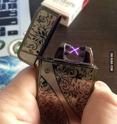 A Tesla lighter which makes a plasma arc instead of a flame. There's more than one use for a lighter. Tesla Lighter, Steampunk Accessoires, Ciel Nocturne, High Fashion Men, Take My Money, Things To Buy, Stuff To Buy, Tecno, Geeks