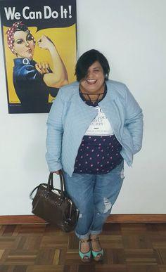 De la serie #WeCanDoIt... ¡FATshionitas! #milookete Qué tal mi belleza de camiseta con letrero de @ktacheplussize, la améee! Y mi cartera vintage #CMalandrino Hoy día de descuentos sin cuentos pa'irse de compras. @asos / @bonbonite / @Luxestore_Co / @macys / @manuelatriana cc @camilavillamiln Foto: @diprieto (I) #plussizefashion #curvepower #TallasGrandes #PlusSize #fatshionistas #LPdM #MiBlog #Bogotá #Curvy #NoMásMitosConLaRopaDeLasGordas