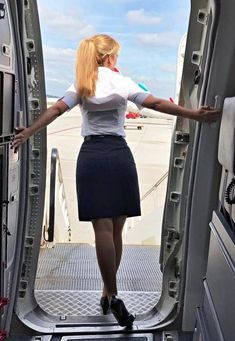 (notitle) - Flight - Women in Uniform Female Pilot, Flight Attendant Life, Packing Tips, Travel Packing, Budget Travel, Europe Packing, Traveling Europe, Backpacking Europe, Travel Hacks