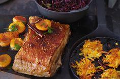 Bauchfleisch mit Pfirsichen, Apfel-Rotkraut und Kürbisrösti