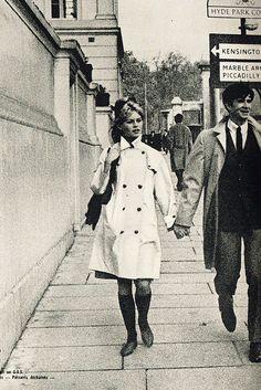 Brigitte Bardot & Anthony Perkins in London, 1963 Brigitte Bardot, Hollywood Icons, Classic Hollywood, Anthony Perkins, Paris Love, Catherine Deneuve, Back In The Day, Celebrity Photos, Movie Stars