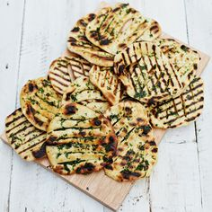 Jamie Oliver's 'easy flatbreads' … you can't beat homemade flatbread on the side of a really saucy moroccan stew or curry FULL RECIPE HERE . Vegetarian Recipes, Cooking Recipes, Whole30 Recipes, Healthy Recipes, Healthy Food, Healthy Dips, Batch Cooking, Curry Recipes, Appetizers