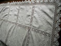 HAND-EMBROIDERED-CROCHET-LACE-TABLE-CLOTH-BED-COVER