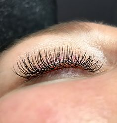Good isolation and zero glue clumps, clean lashing is what you will get from a trained and certified lash tech. LashedUp