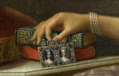 Portrait de Marie Antoinette Ferdinande d'Espagne, duchesse consort de Savoie, princesse duPiémontetreine consort de Sardaigne, tenant deux portraits miniatures des ses filles, les comtesse d'Artois et de Provence, après 1773 Anton Raphaël Mengs Détail
