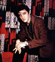 Stockyards Inn, Chicago, IL, March 28.1957. Elvis gave a press conference there before his performance at the International Amphitheatre in Chicago, IL on March 28, 1957. This was the first time Elvis wore the full gold lamé suit on stage.
