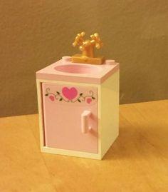 LEGO Belville *Bathroom Sink* White with Light Pink Basin, Door with Hearts / Gold Faucet!  #LEGO #LEGOModular #LEGOFurniture #LEGOBathroom