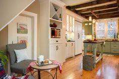 Gorgeous Farmhouse Kitchen Decor Ideas [On A Bugdet + Easy Design] - Emities New England Farmhouse, Farmhouse Kitchen Decor, Farmhouse Renovation, Farmhouse Style, Country Kitchen, Modern Farmhouse, Kitchen Styling, Cottage Style, Rustic Cottage