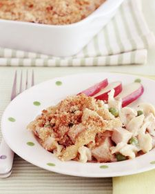 A breadcrumb topping goes perfectly with this creamy and quick turkey tetrazzini casserole, which combines turkey, noodles, peas, and mushrooms. Kid Friendly Dinner, Kid Friendly Meals, Turkey Recipes, Dinner Recipes, Kid Recipes, Healthy Recipes, Diabetic Recipes, Pasta Recipes, Healthy Foods