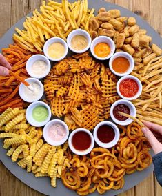 How to make a french fry board! A super simple fry board recipe by Think Food, Love Food, Party Food Platters, Party Trays, Snack Platter, Food Trays, Charcuterie And Cheese Board, Cheese Boards, Charcuterie Recipes